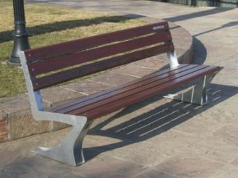 Banco de acero galvanizado y madera para plaza con respaldo